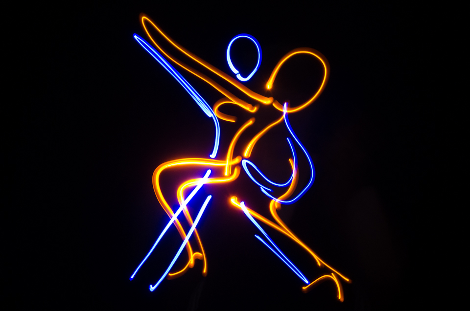 Light drawing of tango dancers